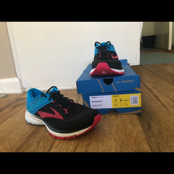 27a0efb5011df Brooks Shoes - Brooks Ravenna 9 women s size 6